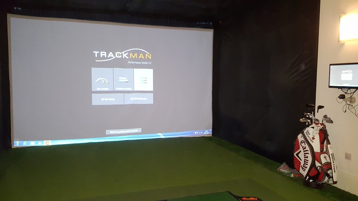 Indoor golf swing simulator enclosure