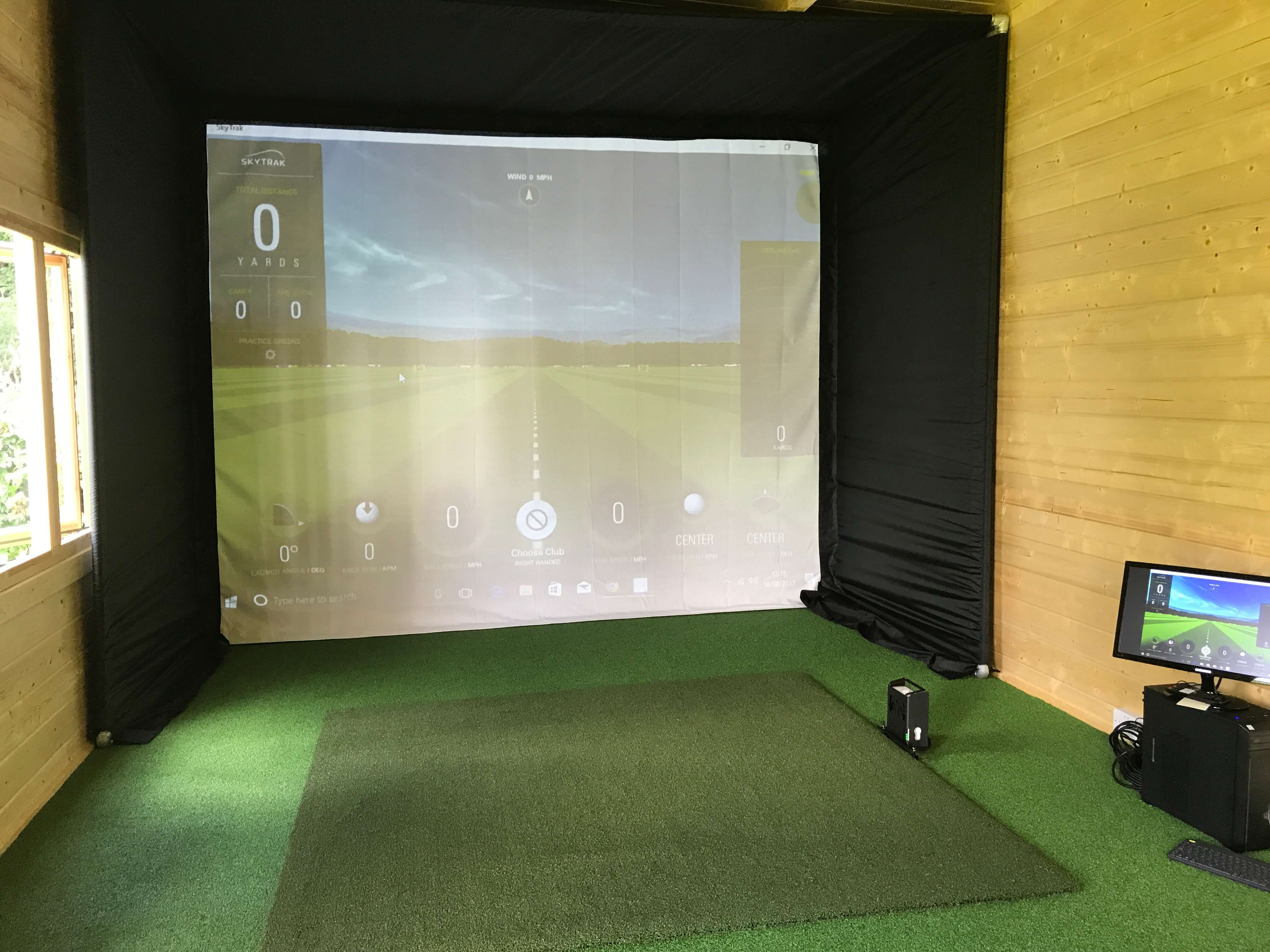 Golf simulator advice for sale rent golf swing systems for Golf simulator room dimensions