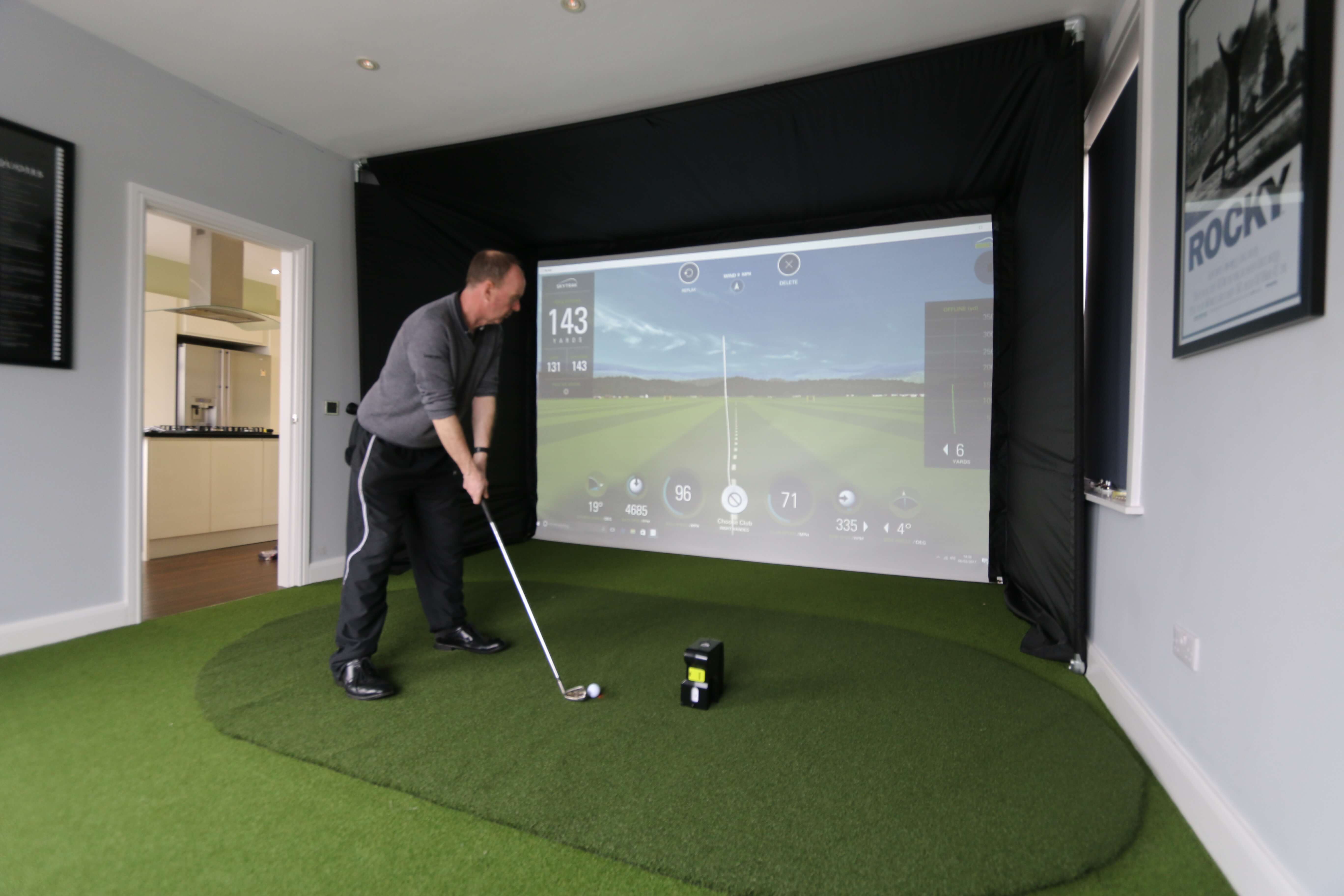 Skytrak full system golf simulator golf swing systems for Golf simulator room dimensions