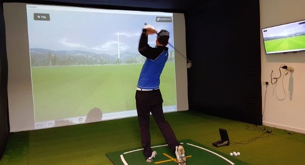 Six ways to improve your golf game at home golf swing for Golf simulator room dimensions