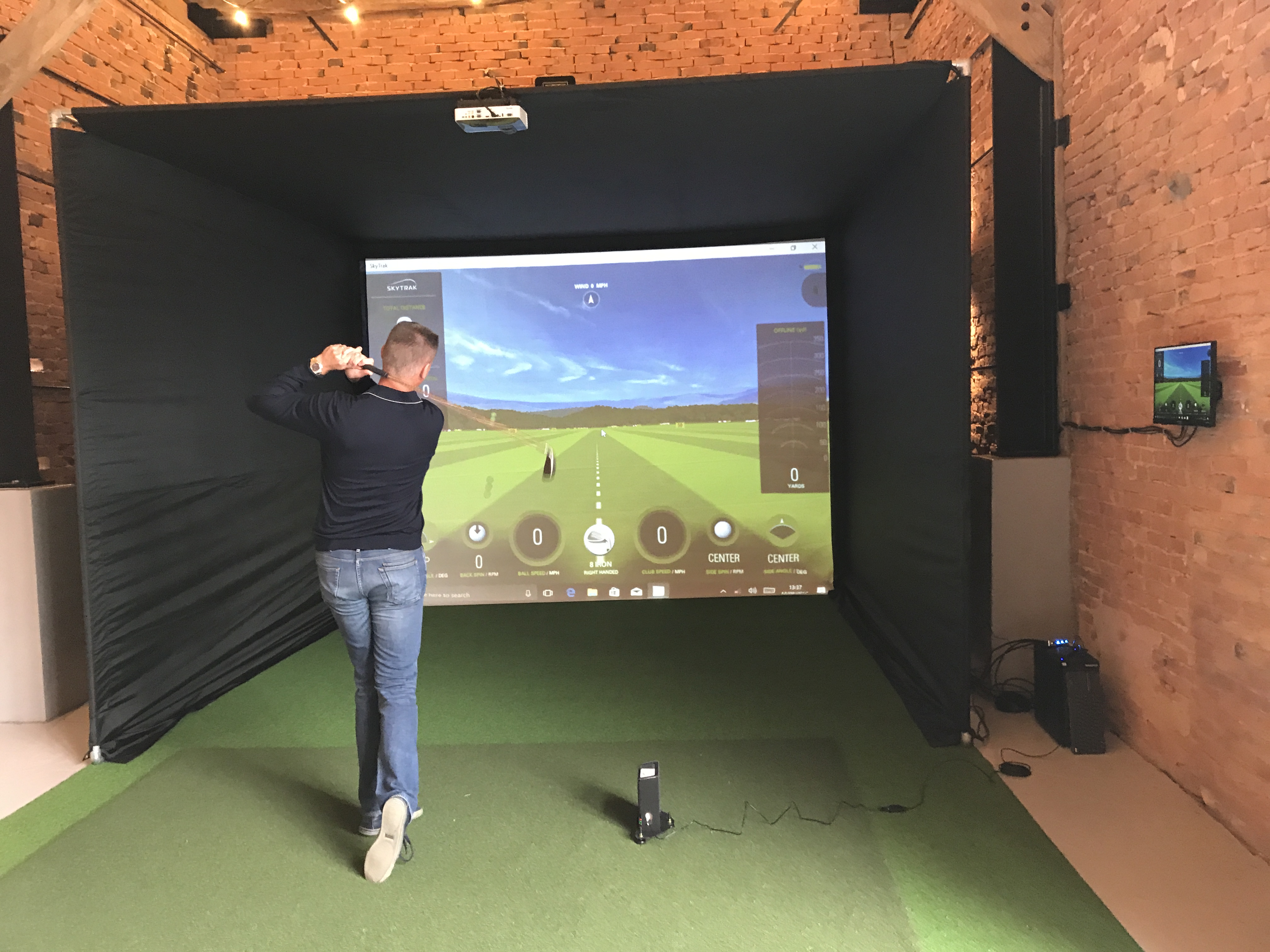 Golf enclosures nets and golf screens for Golf simulator room dimensions