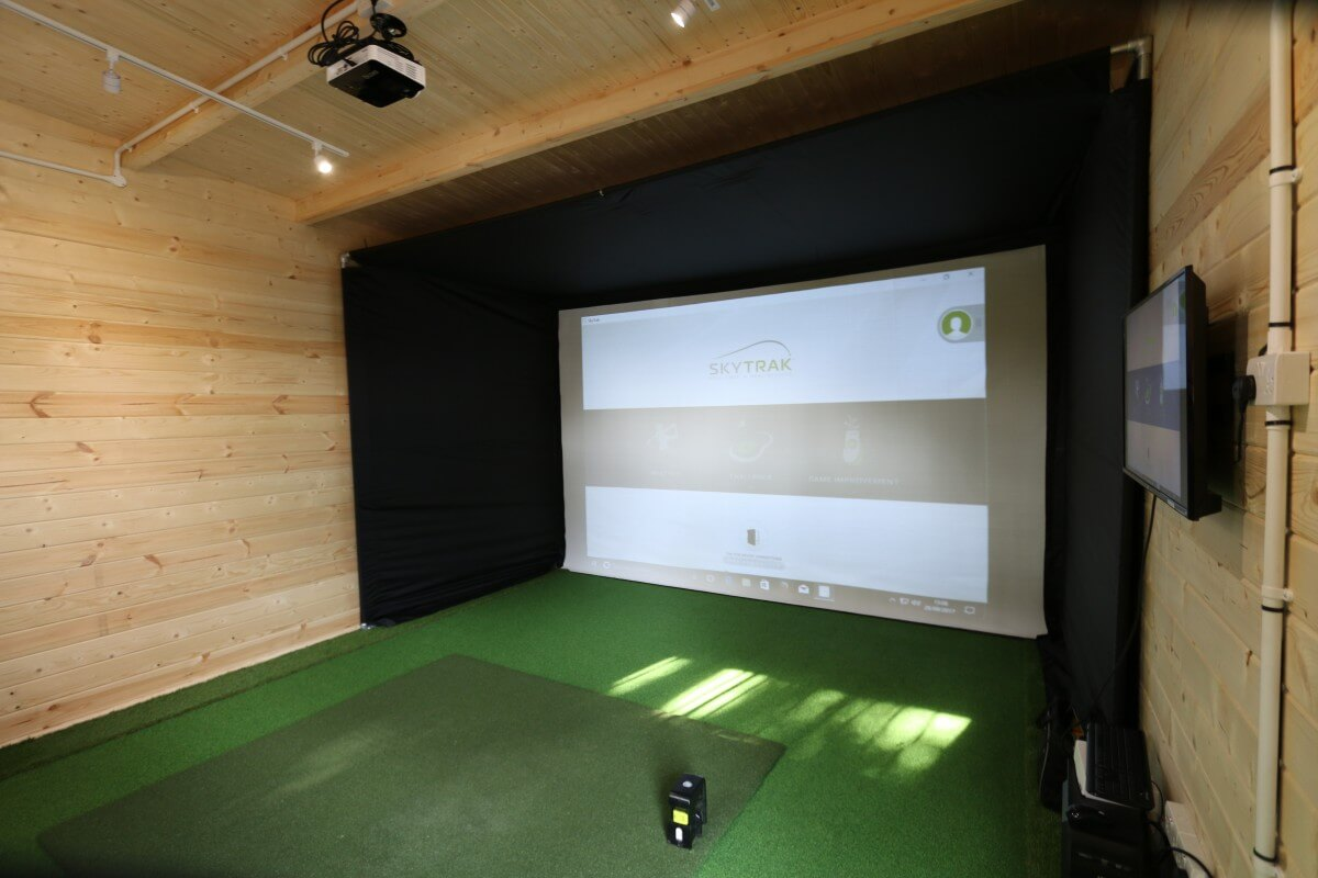 Pyecombe golf club 39 s new skytrak golf cabin golf for Design your room simulator